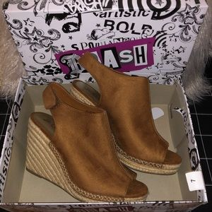 Shoes - NWT Tan Wedges